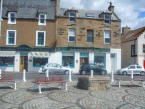 easy feasts in anstruther - Fish and chip shop
